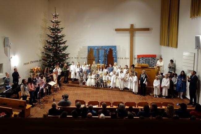 2018-12-16krippenspiel_evang._kirche_uznach_2000px